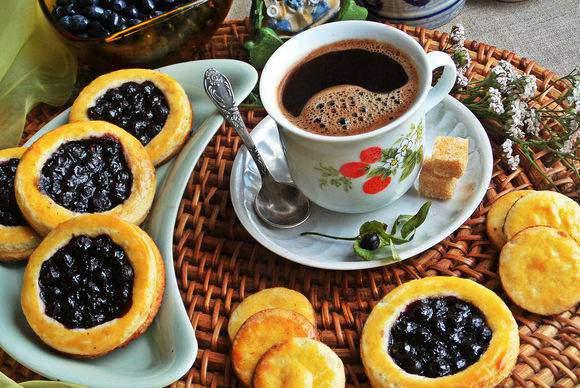 Рецепт відкритих пісочних пиріжків з чорницею